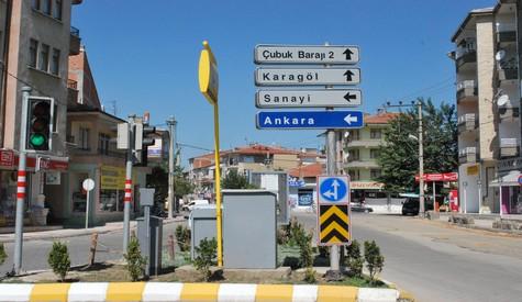 Çubuk'ta Sokak Ve Trafik Levhaları Yenileniyor