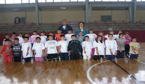 Kapalı Spor Salonunda Badminton Eğitimi