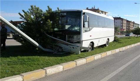 Çubuk Özel Halk Otobüsü Kaza Yaptı