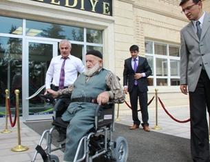 Engelli Vatandaşa Tekerlekli Akülü Sandalye