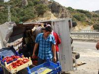 Sebze yüklü kamyon devrildi: 1 yaralı