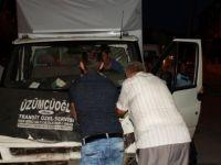 Çubuk'ta kamyonetle otomobil çarpıştı: 6 yaralı