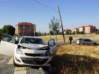 Çubuk'ta 2 Otomobil Çarpıştı: 3 Yaralı