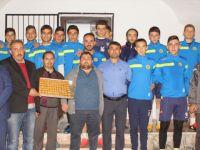 Çubukspor 1959'da Taraftarlardan Futbolculara Baklava İkramı