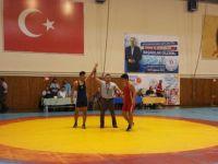Çubuklu Güreşçiler İlk Madalyalarını Aldılar