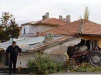 Traktör Evin Duvarına Çarptı: 1 Ölü