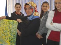 Okul Stresini ve Sınav Kaygısını Ebru Sanatıyla Atıyorlar