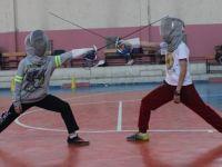 Çubuklu eskrimciler uluslararası çocuk turnuvasına hazırlanıyor