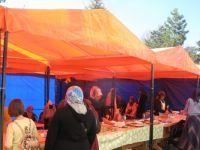 Kur'an kursu öğrencileri yararına kermes açıldı