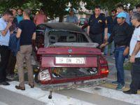 Kavşakta 2 otomobil çarpıştı: 4 yaralı