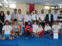 Başkan Acehan ve Kaymakam Çenet Başarılı Sporcuları Ödüllendirdi