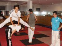 Eşinden yadigar spor salonunda şampiyonlar yetiştiriyor