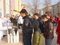 Okullarda Çorba Ve Bazlama Dağıtıldı