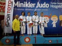 Minikler Türkiye Şampiyonasında Altın Madalya