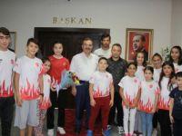 Minik Sporculardan Başkan Acehan'a Sürpriz Kutlama