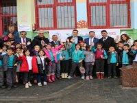 Badminton Federasyonundan Köy Okullarına Malzeme Desteği