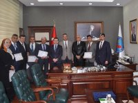 Çubuk'ta başarılı okul müdürlerine başarı belgesi verildi.