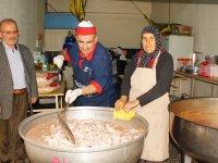 Hayırseverler Alıyor, Gönüllüler Pişirip Dağıtıyor