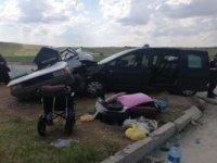 Hafif Ticari Araç İle Otomobil Çarpıştı;6 Yaralı