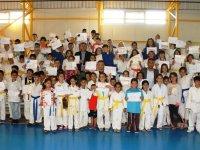 Belediye Başkanı Demirbaş'tan Başarılı Sporculara Hediye