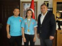 Madalyasını Başkan Demirbaş'a Getirdi