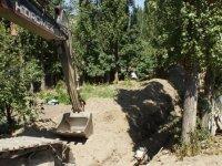 Çubuk'ta iş makinelerinin bahçelere zarar verildiği iddiası