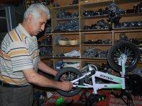 45 Yıldır Bisiklet Tamir Ediyor Kaynak: 45 Yıldır Bisiklet Tamir Ediyor