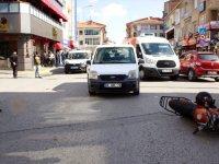 Çubuk'ta motosikletle hafif ticari araç çarpıştı: 1 yaralı