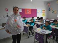 Sebat Kolejinde öğrenciler düşünce kaslarını geliştirmek için origami yapıyor