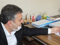 Başkan Demirbaş, maske üretimine başlayan Halk Eğitim Merkezi'ni ziyaret etti