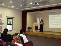 Çubuk'ta oyun terapisi ve resim analizi eğitimi