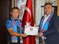 Çubuk Belediye Başkanı Demirbaş'a onursal başkanlık beratı