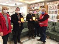 Yavuzlar AVM Sahiplerine Türk Kızılay'ından Plaket