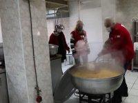 Çubuk'ta Türk Kızılay'dan ihtiyaç sahiplerine sıcak yemek yardımı