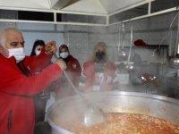 Bin 500 aileye yemek taşınıyor