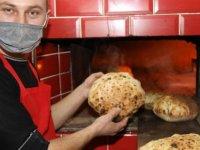 Salgında azalan müşterisini köy ekmeği üreterek artırdı