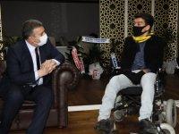 Belediye Başkanı Demirbaş, Engelli Şair Minnet'i Ağırladı