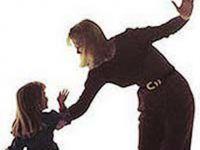 Anne, babadan daha çok dövüyor