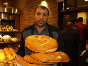 Dünyaca Ünlü Meşhur Sütlü Pide İpek Ekmek'te