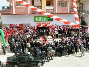 YÜCELLER'E BAHAR ERKEN GELDİ